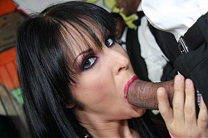 interracial groupsex1 tn Chelsie Rae cant stop sucking on big, black cocks